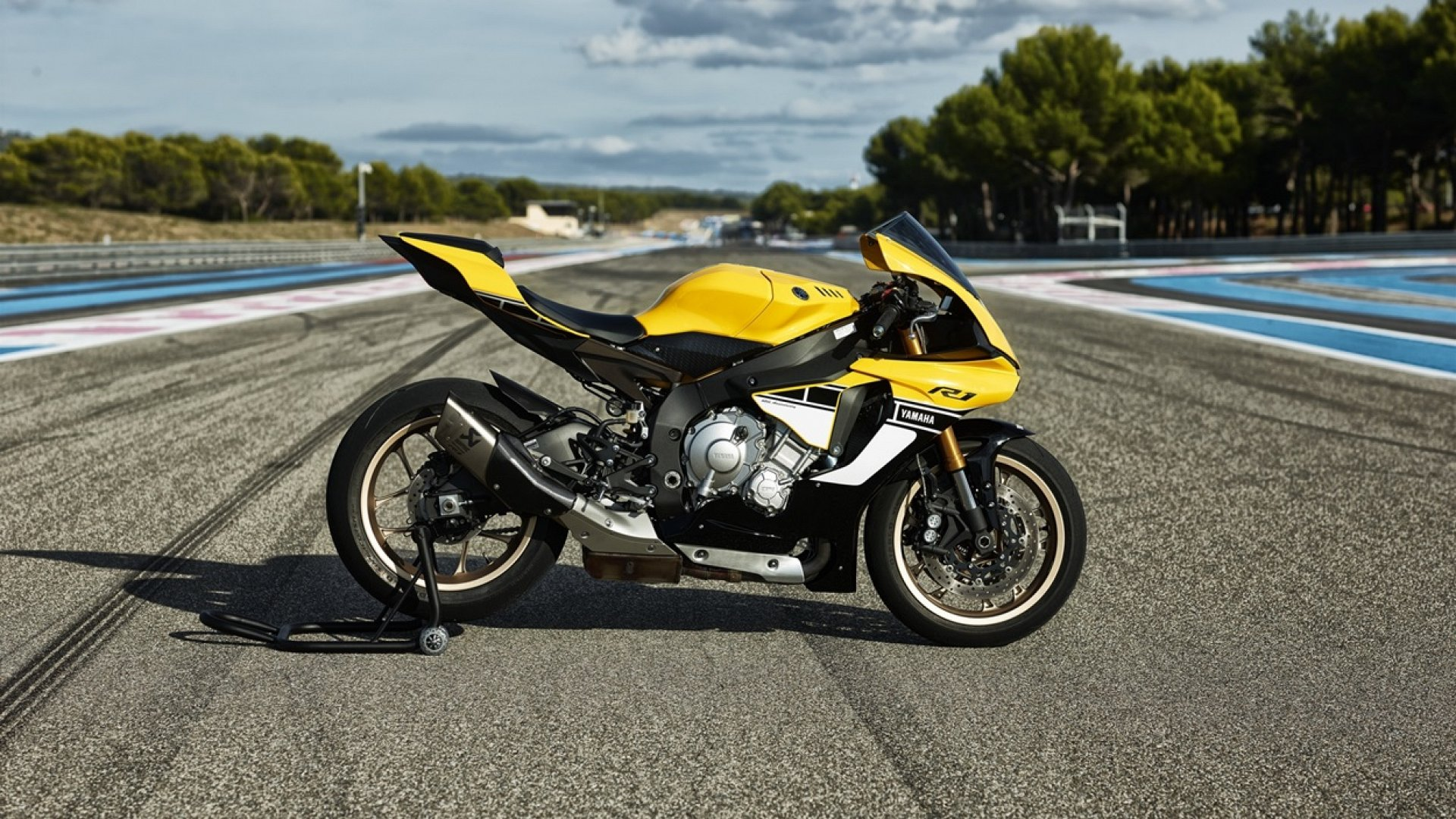 Yamaha Yzf R Th Anniversary Edition